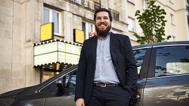 Pan Maciej z Poznania, który zaczął jeździć jako student w Uberze, a teraz ma firmę zatrudniającą innych kierowców