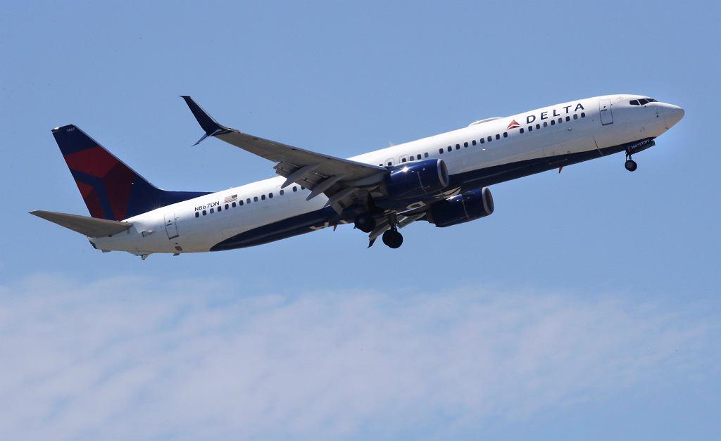 Koronawirus to straty dla linii lotniczych. Niektóre samoloty wożą powietrze.