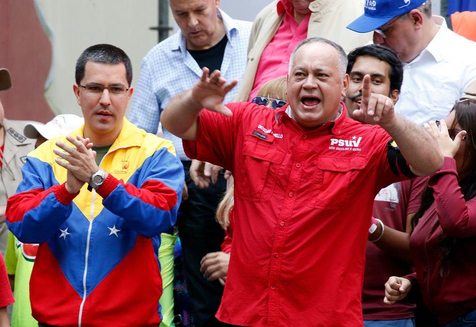 Diosdado Cabello (po prawej), szara eminencja reżimu Maduro.