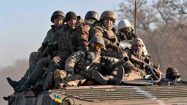 Ukraińscy żołnierze wycofują się spod Debalcewego