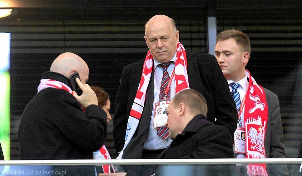 Grzegorz Lato i działacze PZPN na stadionie przed meczem Polska-Portugalia.