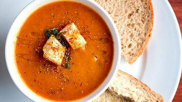 Zupa krem pomidorowa to doskonała alternatywa dla tradycyjnej 'poniedziałkowej' pomidorówki