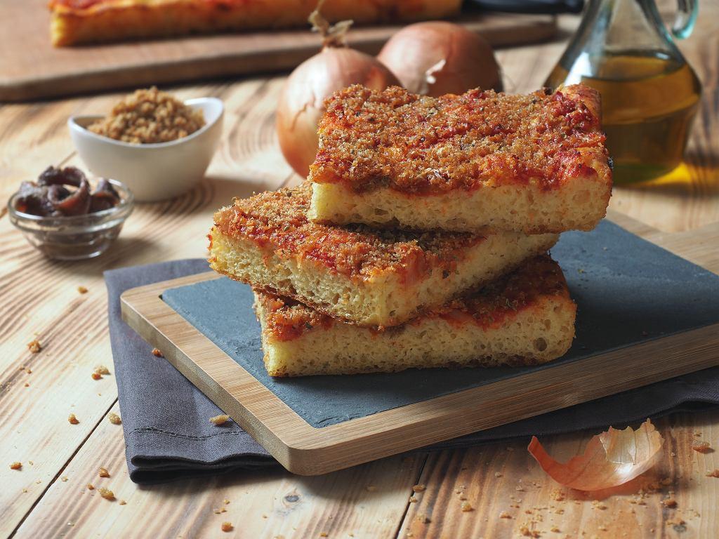 Sfincione - tradycyjna sycylijska pizza na grubym cieście