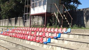 Boczne boisko stadionu Sostoi