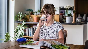 Codzienna rehabilitacja 12-letniej Leny, córki Magdaleny Czerwińskiej-Wyraz (wiceprezeski Polskiego Towarzystwa Walki z Mukowiscydozą), zajmuje ok. 2-2,5 godziny