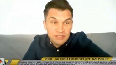 Wpadka podczas wywiadu na żywo. Rozmówcy spadła nagle kamerka. Pokazał dużo więcej niż planował