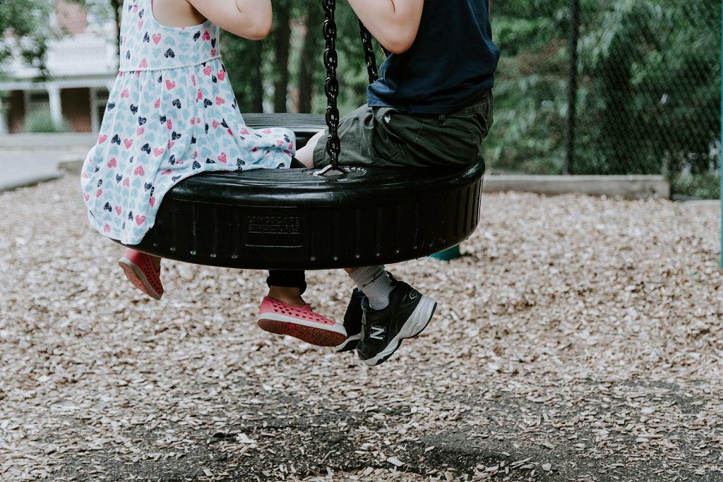 dzieci (zdjęcie ilustracyjne)