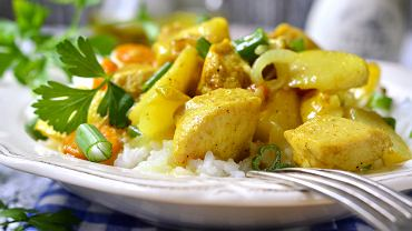 Potrawka z kurczaka świetnie nadaje się na danie z resztek z dużej kolacji lub obiadu