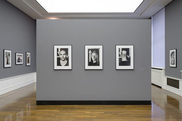 Zdjęcia na wystawie 'Body Performance' (fot. Gerhard Kassner / Helmut Newton Foundation)