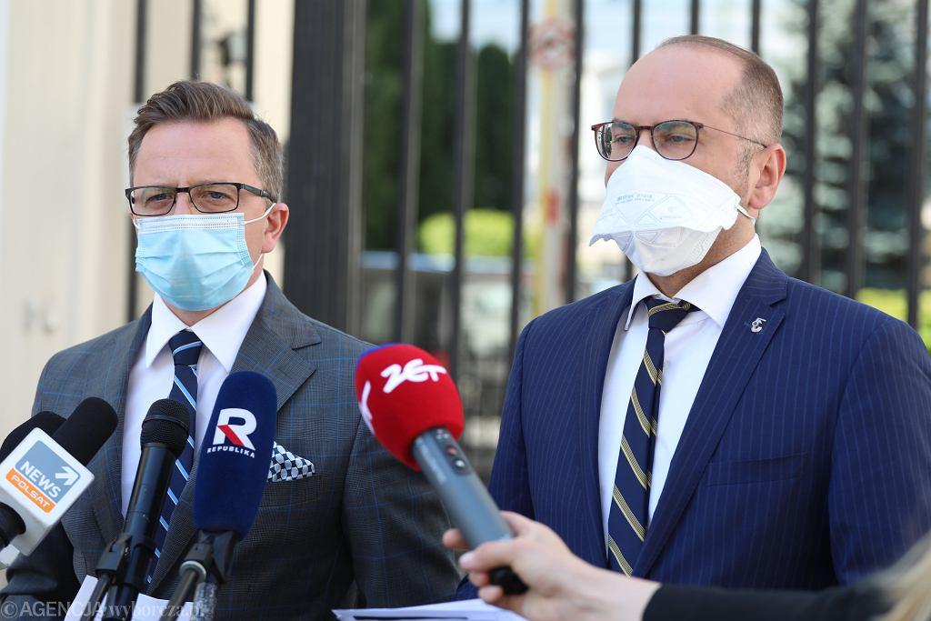 Posłowie: Dariusz Joński (z lewej) i Michał Szczerba