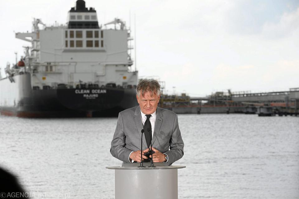 Amerykański gazowiec Clean Ocean przypłynął z pierwszą dostawa amerykańskiego gazu skroplonego do Terminalu LNG. Prezes zarządu PGNiG SA Piotr Wożniak przemawia podczas uroczystości powitania. Świnoujście, 8 czerwca 2017