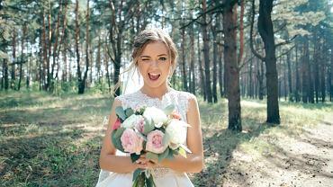 Fryzury ślubne 2021 - co będzie modne w tym roku? Zdjęcie ilustracyjne