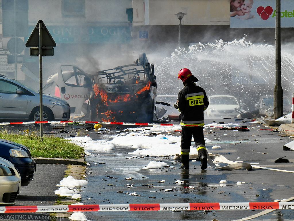 Eksplozja samochodu przewożącego butle z gazem w Warszawie.