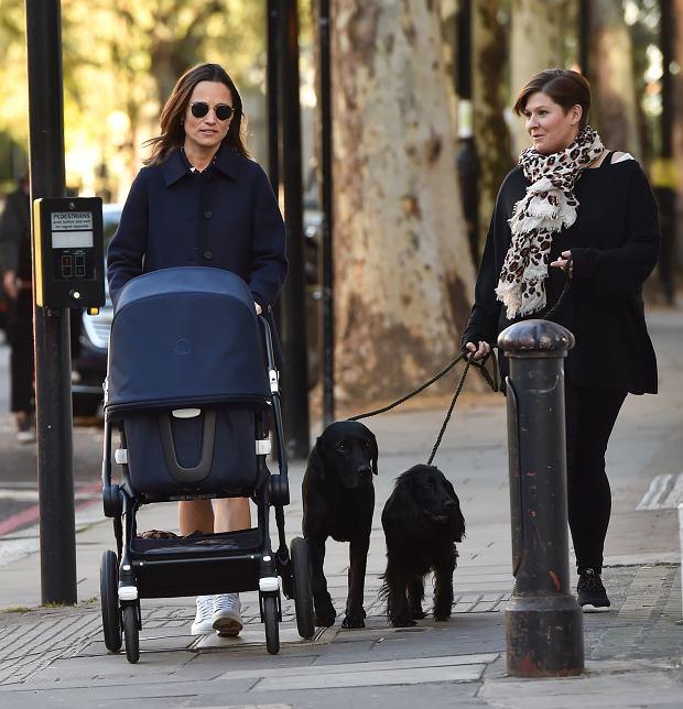 Pippa Middleton na spacerze z dzieckiem