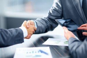 Regulamin zlecania zamówień poniżej 30.000 euro może dowolnie określać termin zawarcia umowy