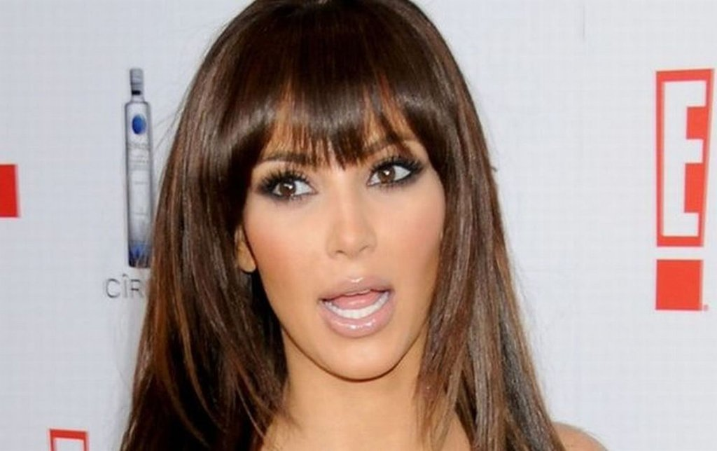 Dziś Kim Kardashian nosi kreacje od najbardziej znanych projektantów. Nie na darmo zresztą zdobiła okładkę