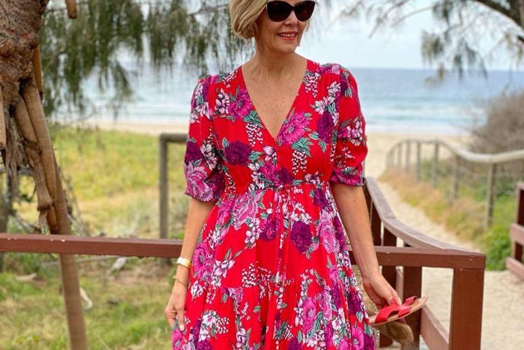 sukienki w kwiaty dla kobiet po 50-tce