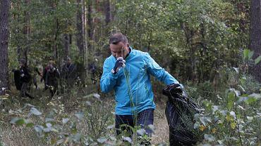 Andrzej Duda podczas akcji sprzątania lasu