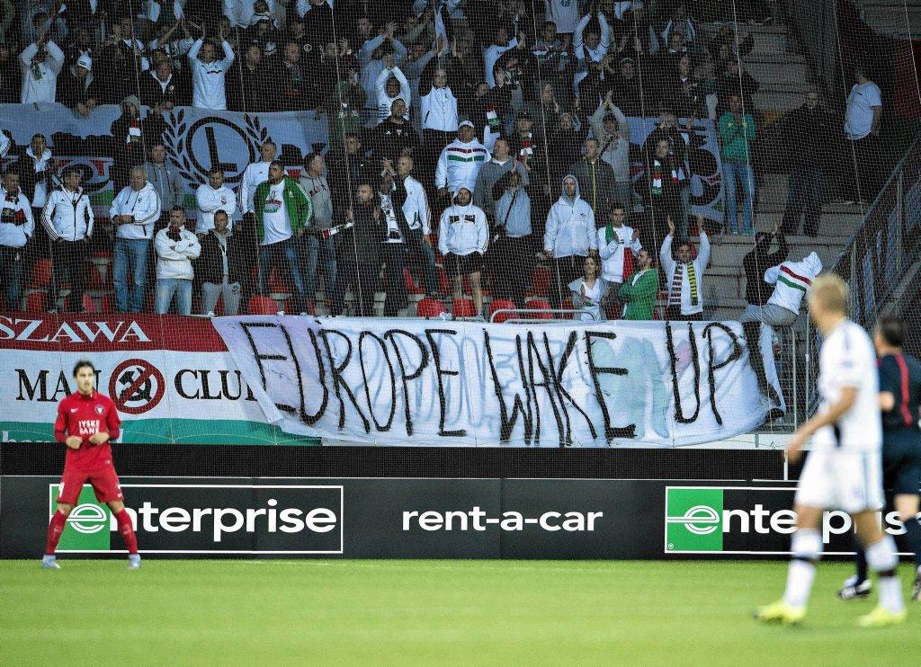 transparent podczas meczu Legia - Napoli