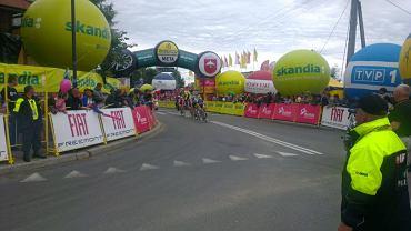 Bukowina Tatrzańska. Uciekinierzy na trasie przedostatniego etapu Tour de Pologne. Zdjęcie wykonane telefonem HTC One X