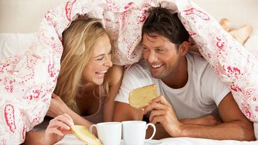Śniadanie w łózku fajniejsze od seksu? Zależy kogo spytamy...