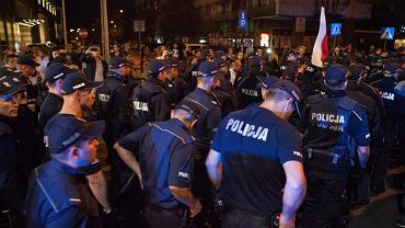 Policja pod gmachem Sejmu, 20.07.2017