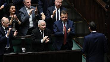 Sondaż. PiS wygrywa wybory parlamentarne