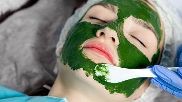 Moc alg możesz wykorzystywać w warunkach domowych (kupisz bez problemu odpowiednie preparaty), ale także w profesjonalnym gabinecie