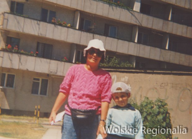W tle blok Górczewska 92 i garaże (1994 r). Wł.Dorota Mazurek