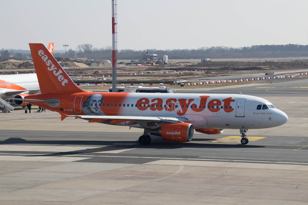 Agresywni pasażerowie wyrzuceni z samolotu