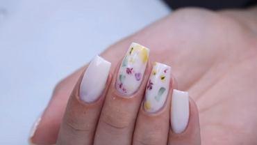 Paznokcie Milk Bath Nails to hit! Jak wygląda taki manicure i jak go zrobić krok po kroku?