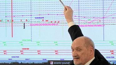 Antoni Macierewicz w Sejmie podczas uroczystego posiedzenia zespołu parlamentarnego ds. katastrofy smoleńskiej, 10.04.2013