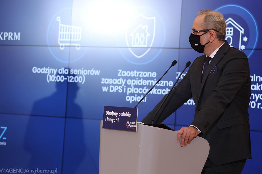 Premier i minister zdrowia przestrzegali przed narodową kwarantanną