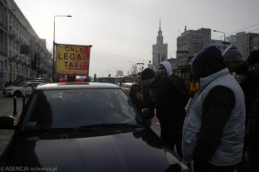 Protest taksówkarzy przeciwko wspólnej konferencji Ministra Cyfryzacji i szefa Ubera