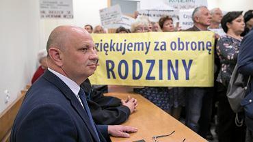 Lublin 2019. Tomasz Pitucha jako pozwany podczas rozprawy sądowej w sprawie znieważenia organizatorów Marszu Równości