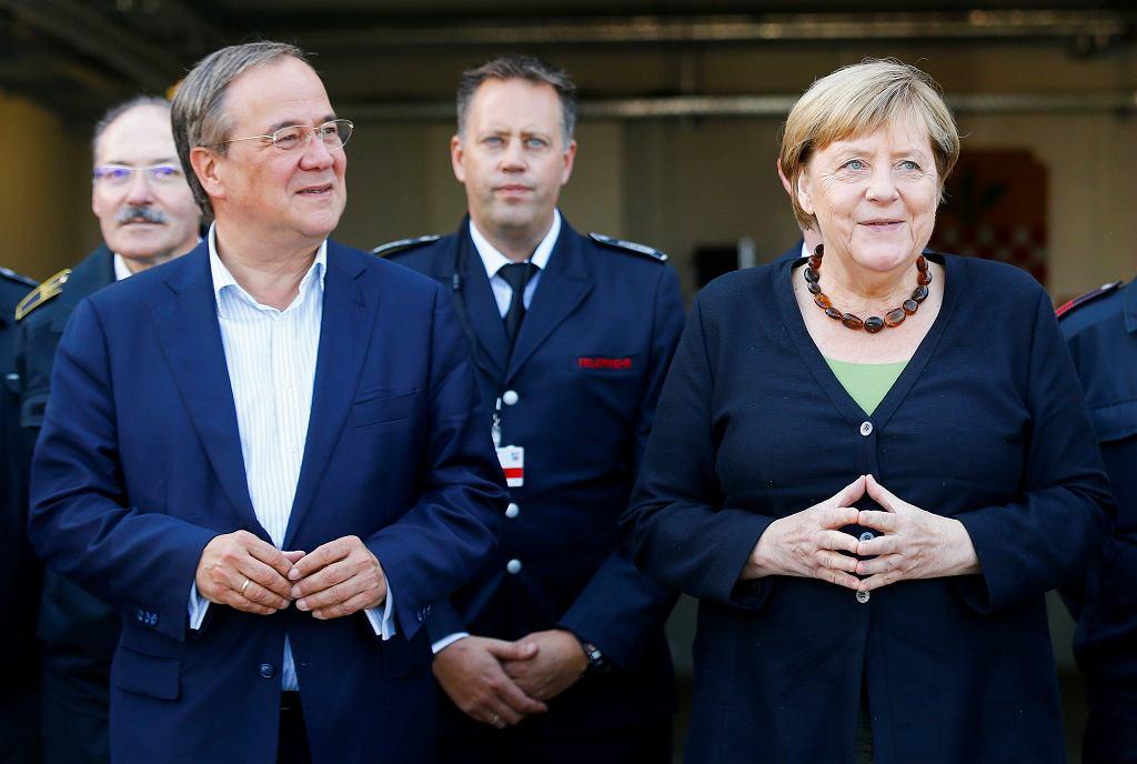Angela Merkel i Armin Laschet, kandydat CDU/CSU na kanclerza z wizytą w remizie strażackiej w Schalksmuehle, 5 września 2021 r.