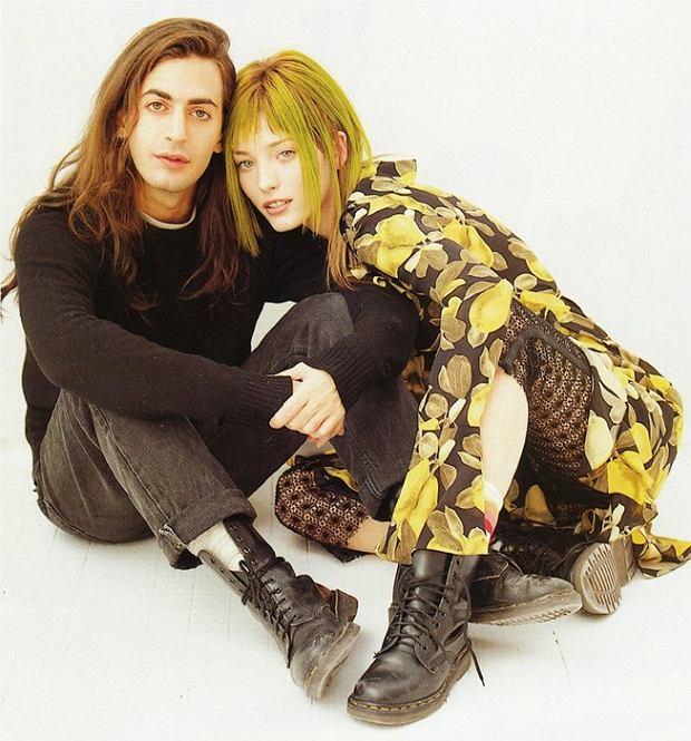 Marc Jacobs z modelką w strojach w stylu grunge, 1993 r.