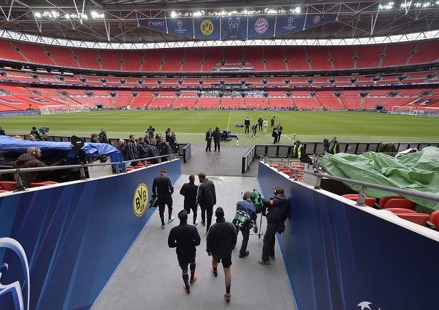 Kibice Bayernu Monachium i Borussii Dortmund w Londynie przed finałem Ligi Mistrzów