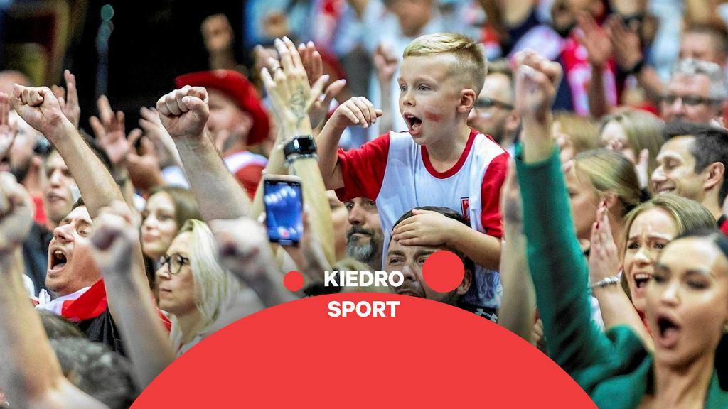 Polscy kibice siatkówki podczas meczu w katowickim Spodku