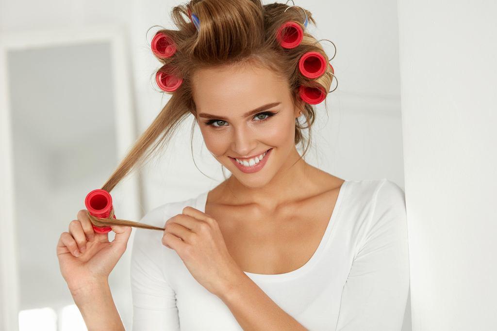 3 triki na ekstra objętość włosów (zdjęcie ilustracyjne)