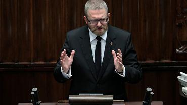 Poseł Grzegorz Braun (Konfederacja) w Sejmie.