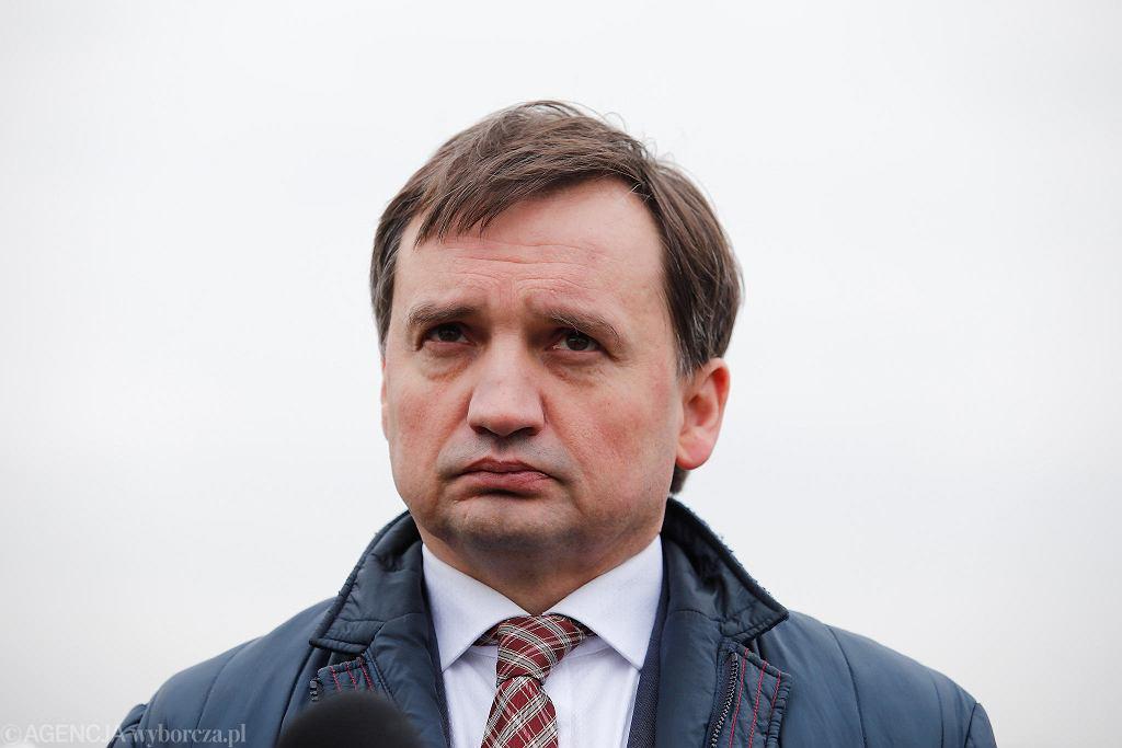 Konferencja prasowa Patryka Jakiego i Zbigniewa Ziobry na bulwarach nad Wisłą w Krakowie