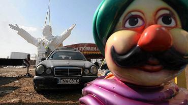 Montaż pomnika Jana Pawła II