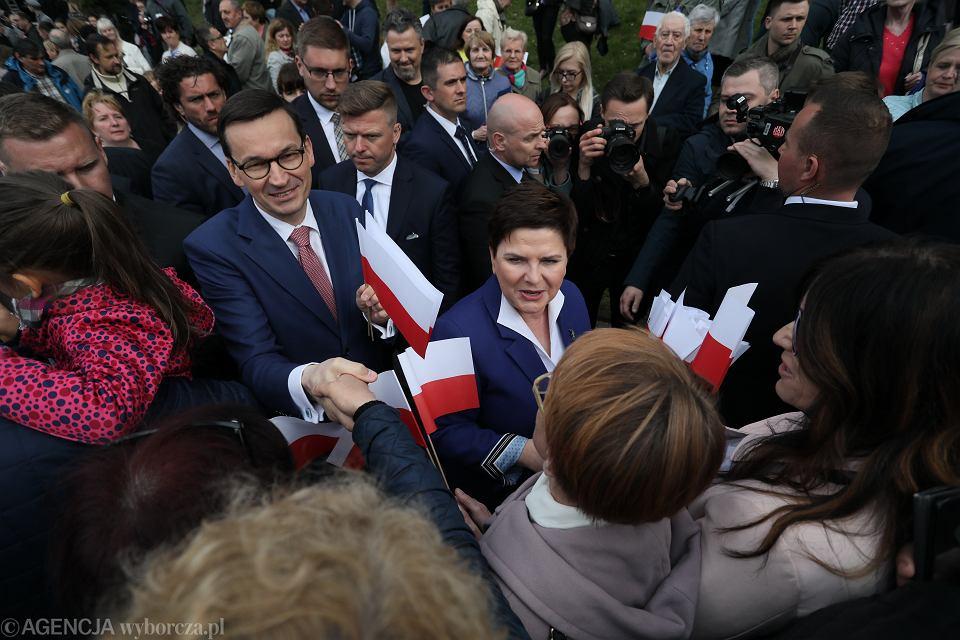 Piknik PiS w Pułtusku. Na zdjęciu: premier Mateusz Morawiecki oraz wicepremier Beata Szydło.
