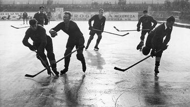 Przedwojenny mecz hokeja na lodzie