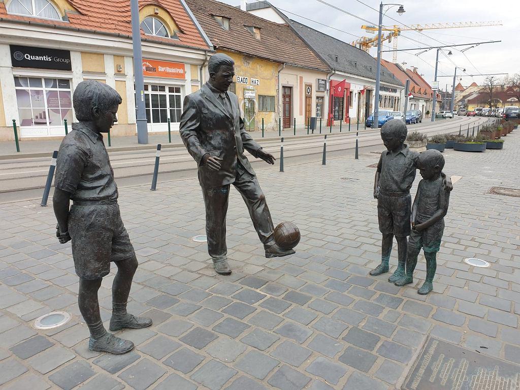 Pomnik Ferenca Puskasa w Budapeszcie. Jeden z kilku. W czasach gry w Realu Madryt Puskas miał wielokrotnie grać w piłkę z dziećmi spotkanymi na ulicach