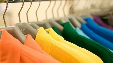 Na przyniesionych prosto ze sklepu ubraniach można znaleźć toksyczne substancje chemiczne, pleśń, wszy, flegmę, kał, a nawet wąglika