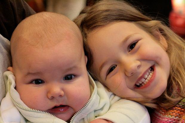 """Naukowcy zbadali, jak kolejność urodzenia wpływa na nasze życie.""""Te dzieci lepiej zarabiają i mają wyższe IQ"""""""