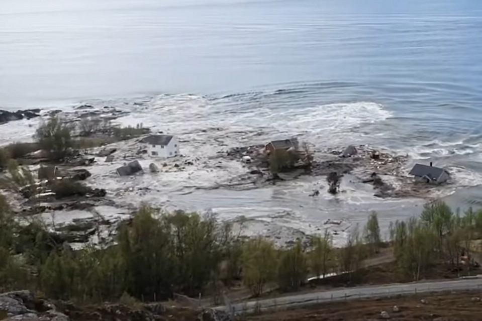 Osuwisko w Norwegii zabrało do morza osiem domów