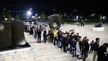 Noc Muzeów 2019. Tak wyglądała kolejka do Muzeum Narodowego w Krakowie dwa lata temu.